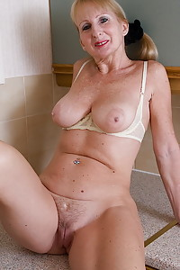 karups mature nude solos